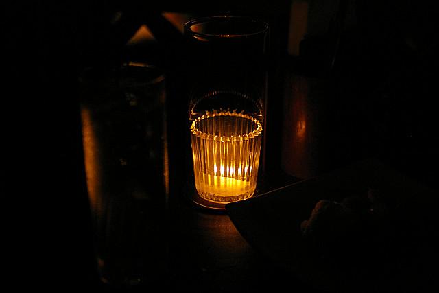 蝋燭の灯りだけ