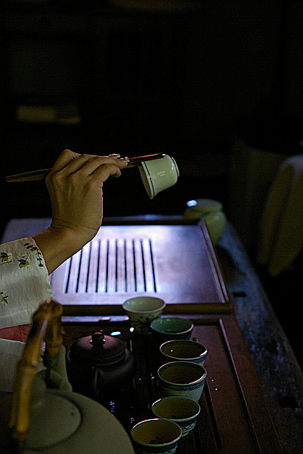 お茶碗を温めて