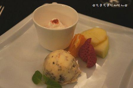 イチゴのムース・チョコとバニラのアイス
