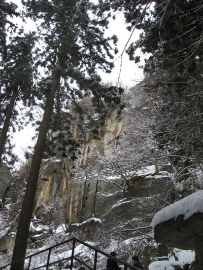 山寺の岩肌