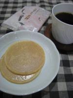 コウノトリ煎餅と珈琲