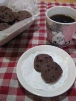 シナモンココアクッキーとコーヒー
