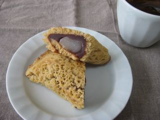 『黒糖 ふくさ餅』とアイスコーヒー