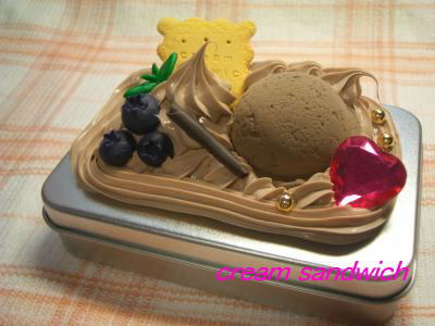 チョコレートクリームの缶