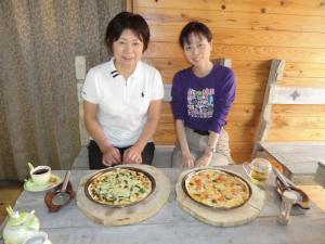 0604石窯ピザ(山菜ピザ&マ