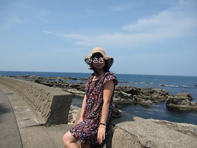 日本海をバックに?