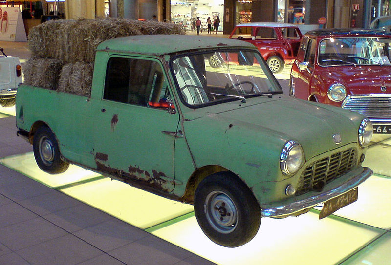 800px-Mini_Pick_up,_hay