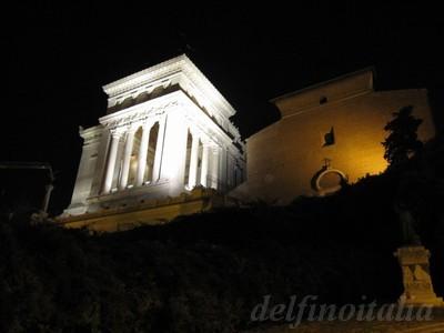 ヴィットリオ記念堂とアラチェリ教会