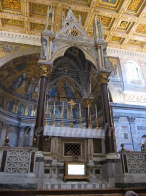 祭壇と天蓋