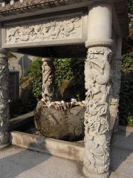 すごい彫刻のお手水場