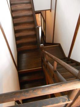 珍しい互い違いの階段