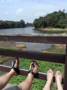 池のほとりで一休み