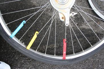 自転車 タイヤ交換 外側タイヤ外し