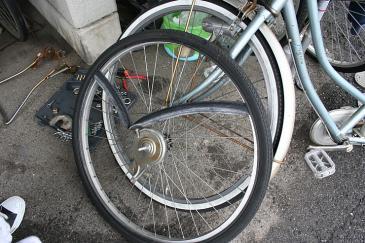 自転車 タイヤ交換 中のチューブ外し