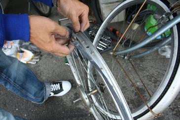 自転車 タイヤ交換 リムバンド外し