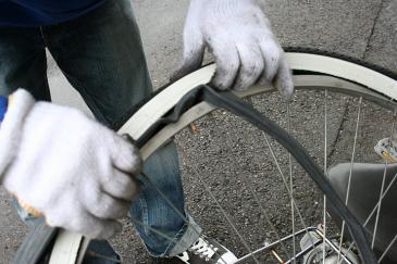 自転車 タイヤ交換 チューブ入れる