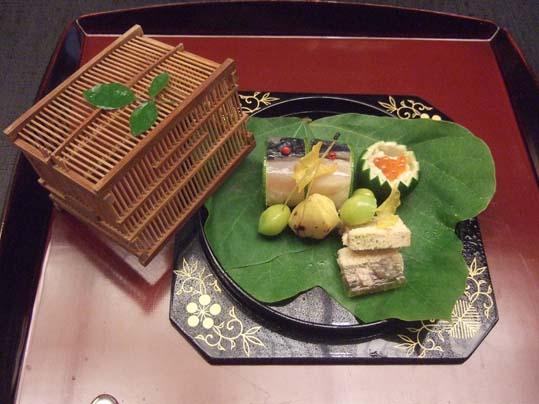 20100910 菊の井 赤坂店  019八寸 鯖寿司 アユうるか、いくら、焼きクリ 鱧の子に 銀杏芋 19cm。jpg