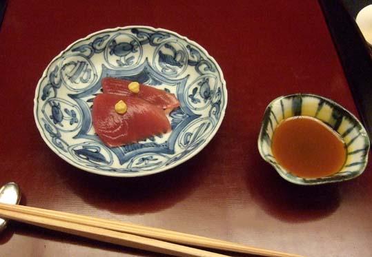 20100910 菊の井 赤坂店  024 向こう付け2 こしび(マグロの幼魚)卵黄醤油 19cm