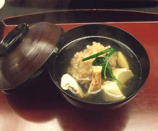20100910 菊の井 赤坂店  027 煮物椀 ハモ 松茸 つる菜 三日月豆腐 19cm