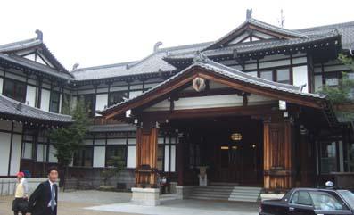 20101022 008 奈良ホテル正面 16cm