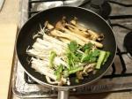 キノコと菜の花のバター炒め作3
