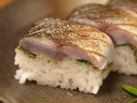 炙りしめ鯖寿司a08