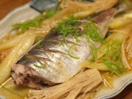 鯵とエノキのバター醤油蒸しa04