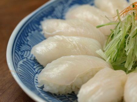 ウスバハギ握り寿司a05