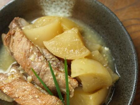 豚カルビと大根の味噌煮込み18