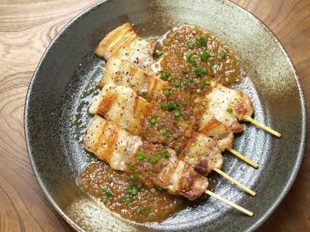 豚バラ串、玉葱ソース07