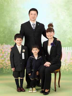 秋田の入学写真 スタジオ撮影 入園入学 家族写真 タイヨウくんユウタくん