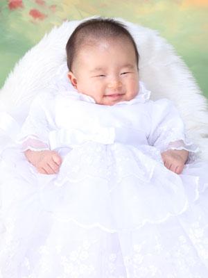 秋田のベビーフォト スタジオ撮影 百日祝い ベビードレス