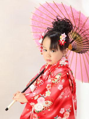 秋田の七五三 スタジオ撮影 3歳 和傘 サトちゃん