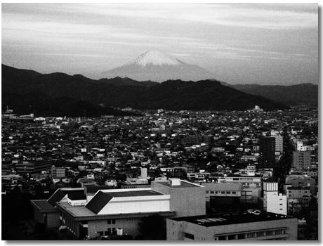 静岡市街モノクロ
