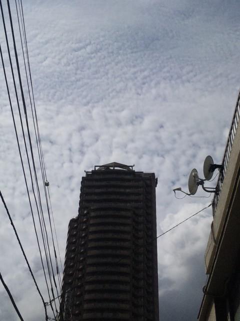 雲とマンション