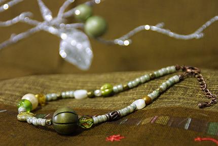 グリーンのニャンコの首輪