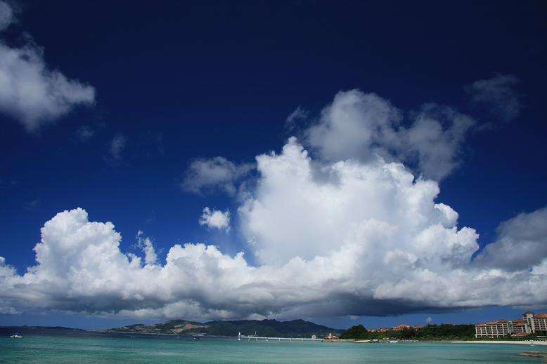 入道雲とブセナテラス