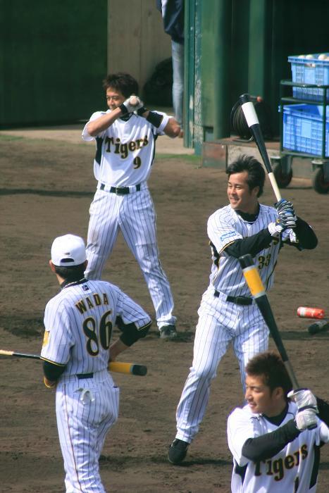 奥から、9、藤本 33、葛城 1、鳥谷と和田コーチ