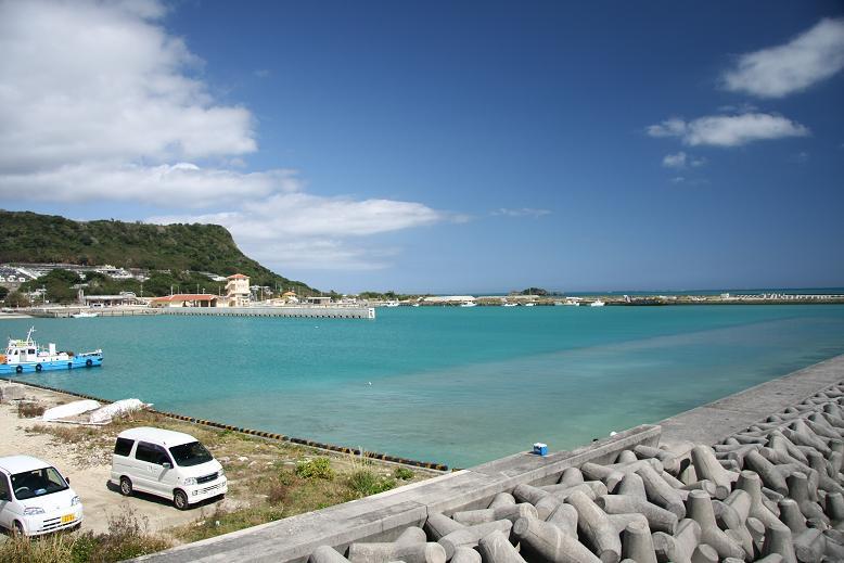 平安座の漁港