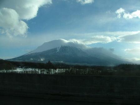 安比方面からの岩手山