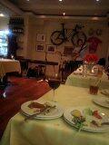 自転車が飾ってあるフェラーリなイタリアン