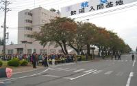 稲荷山公園駅から入場者と合流する。