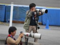 へアピンの内側から撮影するプロカメラマン