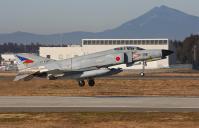 筑波山をバックに離陸する F-4EJ Kai #388