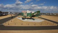 茨城空港のF-4 展示風景