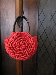 赤いバラのバッグ