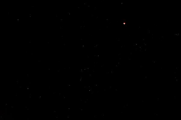 オリオンと月食と大三角111212