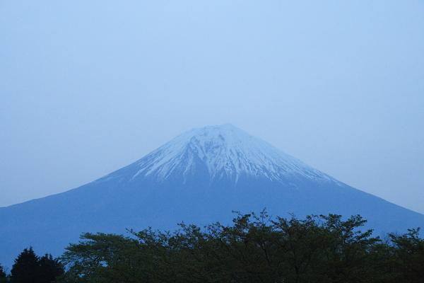 富士山の夜明け100523