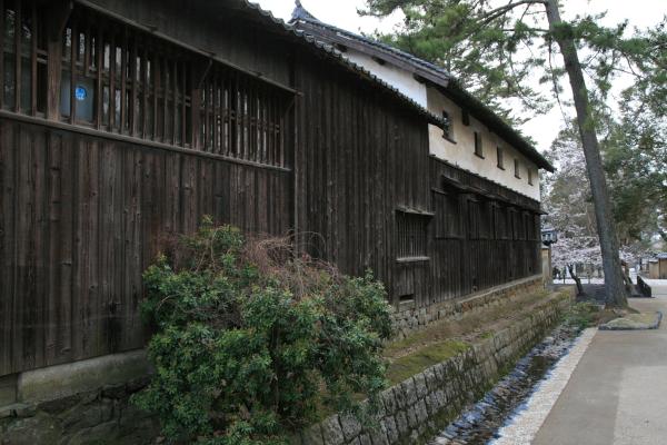 古い建物のあじわい110629