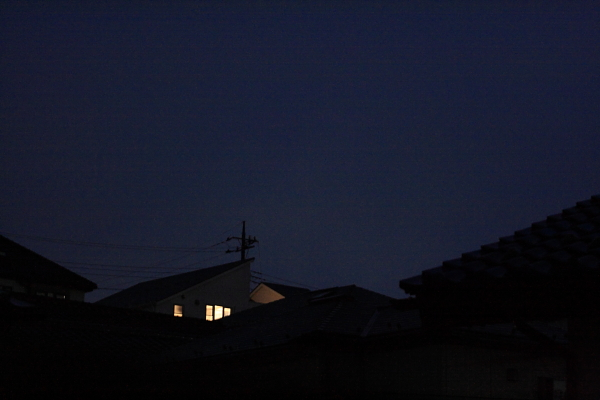 窓の灯り101014